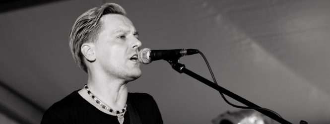 Abendkasse ROOM SERVICE – an evening with BRYAN ADAMS